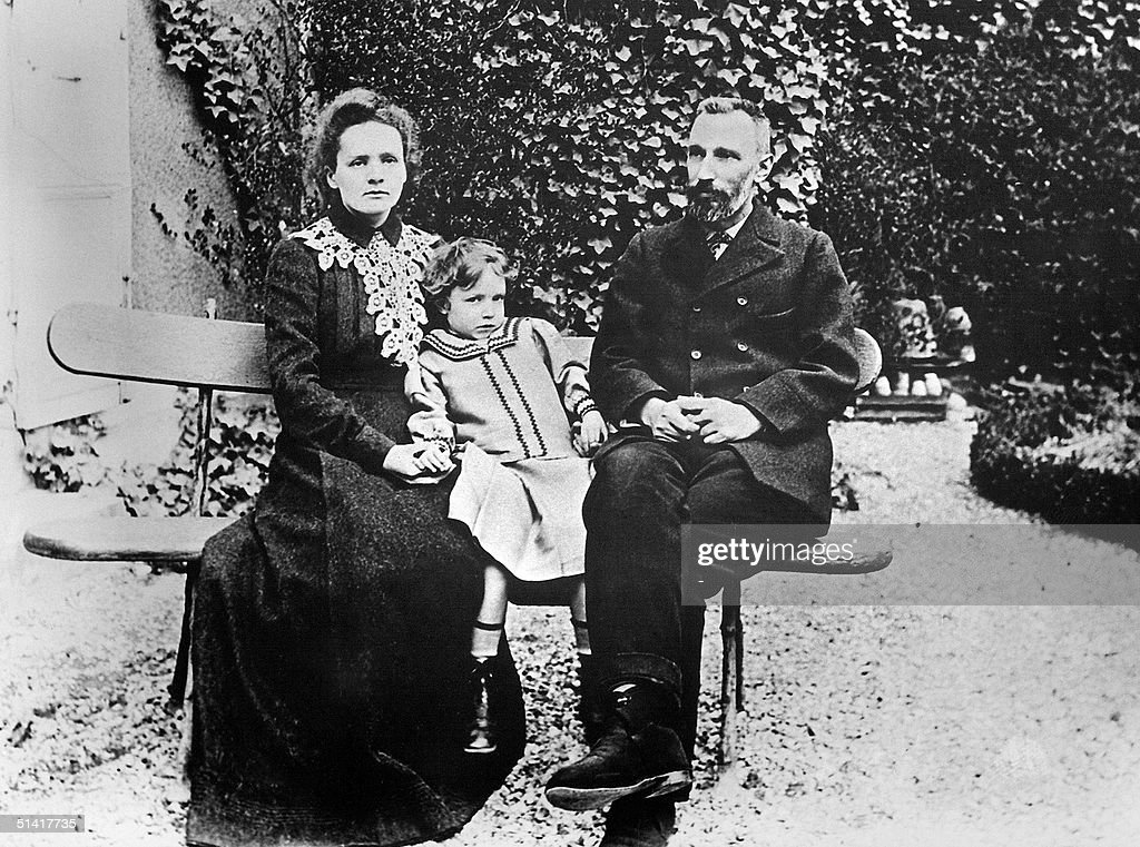 Picture dated 1904 shows Marie Curie holding her d : News Photo