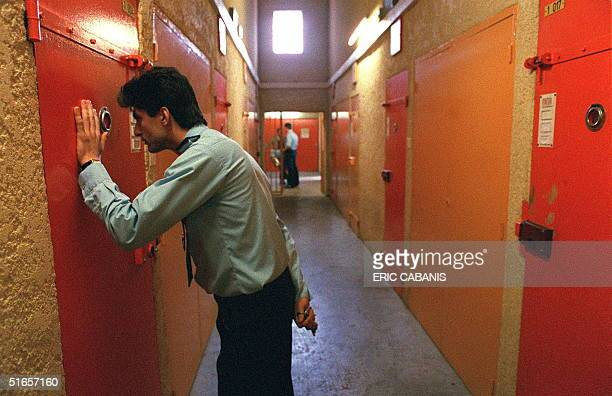 Picture dated 20 April 1990, showing a warden in the prison of 'Les Baumettes' in Marseille, southern France. Photo prise le 20 avril 1990 d'un...