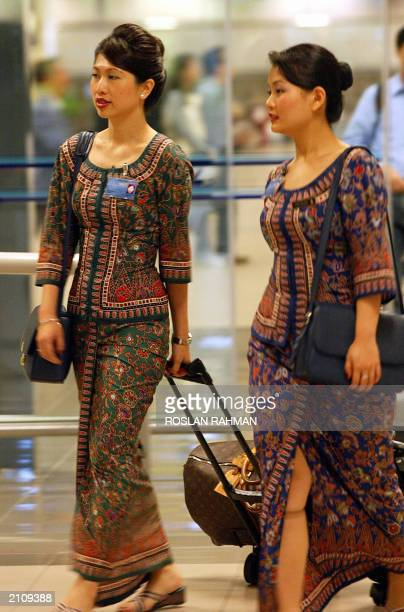 Picture dated 28 March 2003 shows Singapore Airlines stewardess arriving at the Changi International Airport of Singapore SIA announced 19 June 2003...
