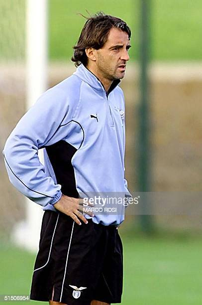 Picture dated 31 October 2000 of former player and Lazio Rome's assistant coach Roberto Mancini during a training session of the team Fiorentina's...