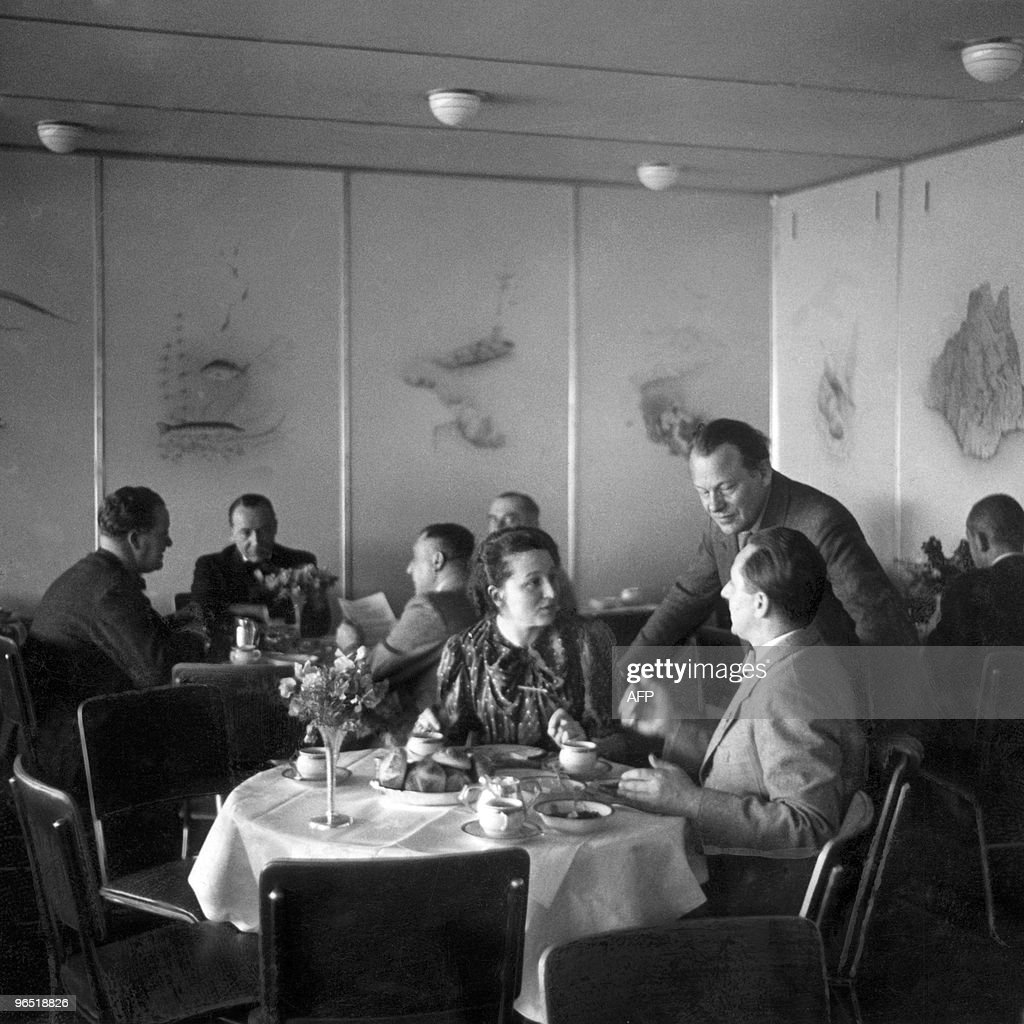 Picture dated April 1936 of the dining r : News Photo