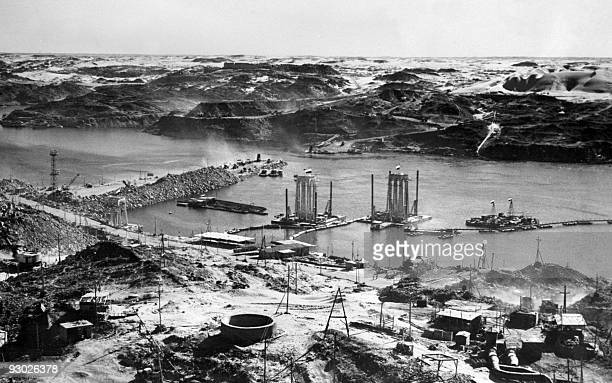 Picture dated May 1964 showing the construction of the Aswan high dam on the Nile river in Egypt. The construction of the Aswan High Dam was...