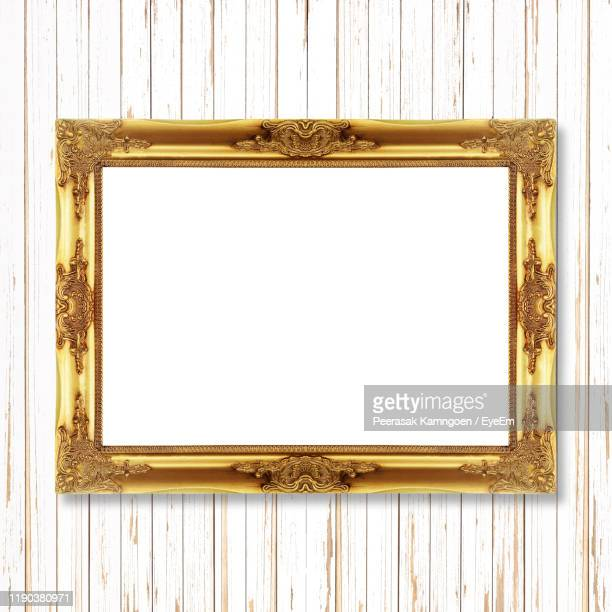 840 Gold Wall Paint Photos And Premium High Res Pictures Getty Images