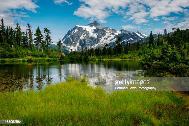 picture lake with mt. shuksan, washington state. - cascade range stock pictures, royalty-free photos & images