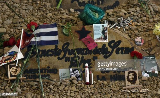 A picture of Argentineborn guerrilla leader Ernesto Che Guevara with offerings of cigars and cigarettes at his memorial in Vallegrande Bolivia on...