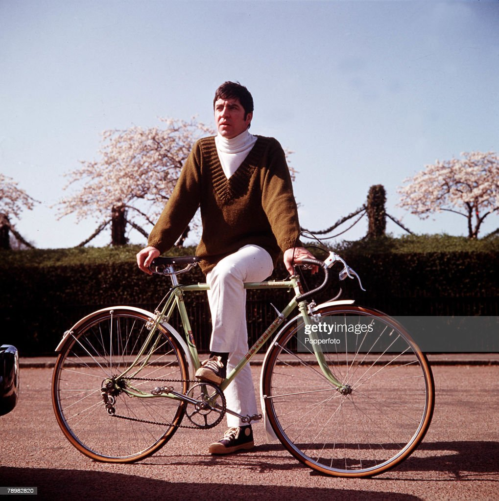 1967, A picture of British actor Alan Bates, posing by a bycicle