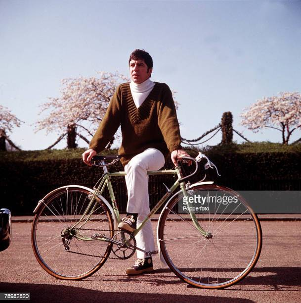 1967 A picture of British actor Alan Bates posing by a bycicle