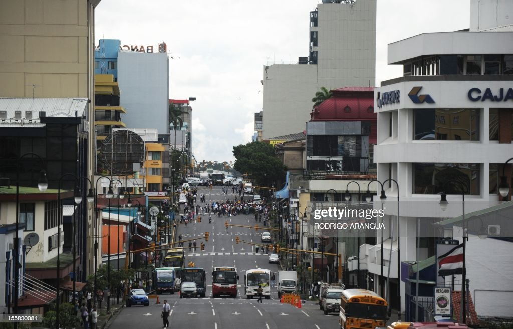 Picture of Colon Avenue in downtown San Jose, Costa Rica, taken on November 8, 2012. AFP PHOTO/Rodrigo ARANGUA /