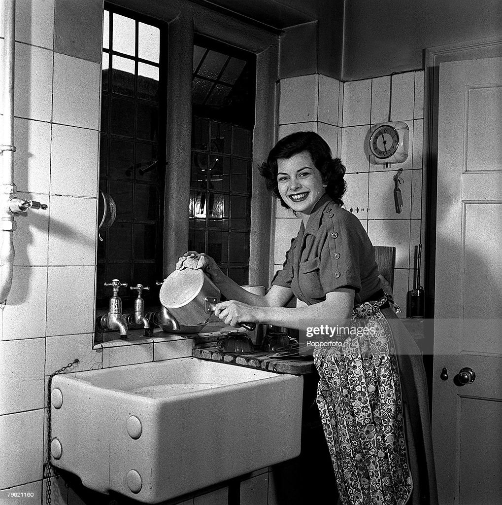 1951. A picture of film actress Joan Rice washing a saucepan in the sink. : News Photo