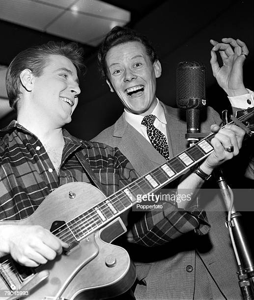 1960 A picture of legendary American rock and roll singer Eddie Cochran with British pop entertainer Craig Douglas