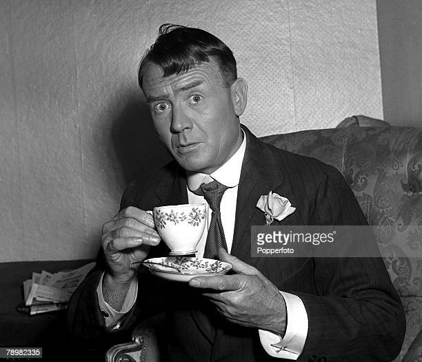 1953 A picture of legendary British actor John Mills drinking a cup of tea during a break in filming of Hobsons Choice