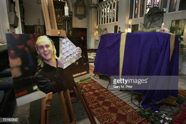 A picture of snooker player Paul Hunter stands beside his coffin at Leeds Parish Church on October 17 2006 in Leeds England The threetime Masters...