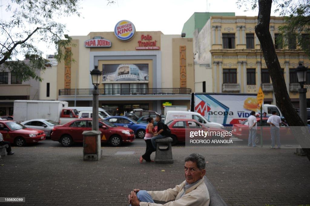 Picture of the Central Square in downtown San Jose, Costa Rica, taken on November 8, 2012. AFP PHOTO/Rodrigo ARANGUA /
