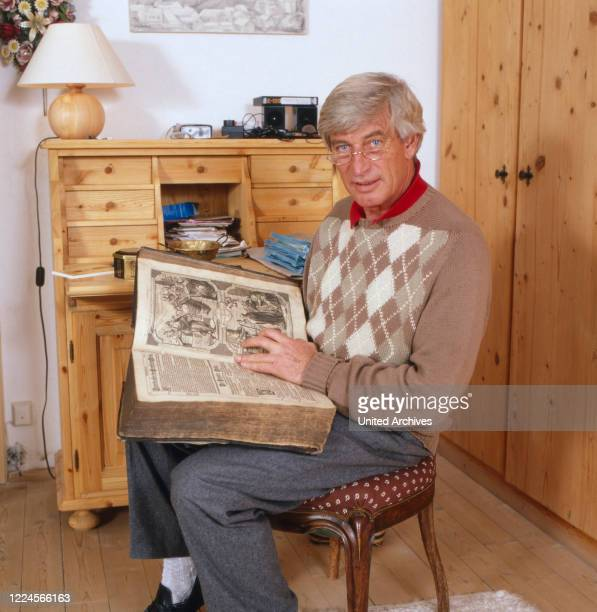 Picture of the german actor Siegfried Rauch in his home, 1980.