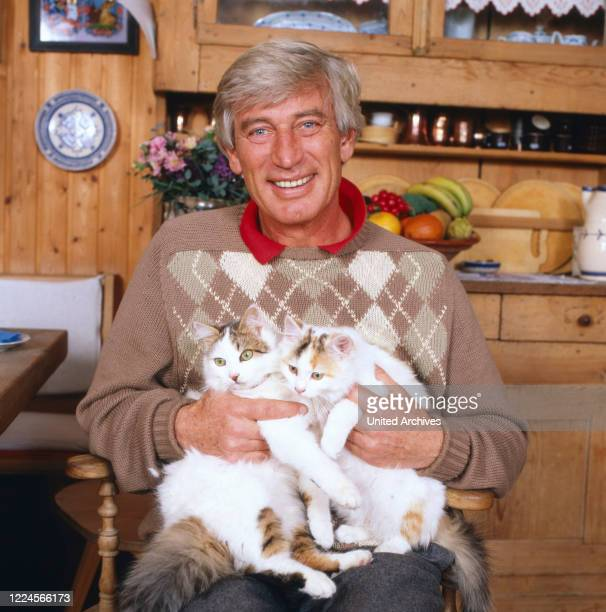 Picture of the german actor Siegfried Rauch in his home with several kittens, 1980.