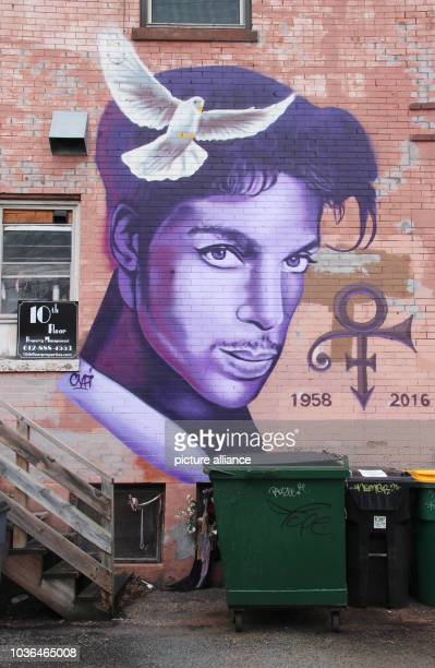 A picture of the musician Prince can be seen painted on the wall of a house inMinneapolis Minnesota USA 13 April 2017 On April 21st 2016 died the...