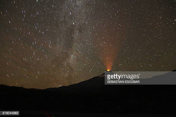 Picture of the Villarrica volcano as it shows signs of activity taken from Pucon some 800 km south of Santiago on April 4 2016 / AFP / SEBASTIAN...