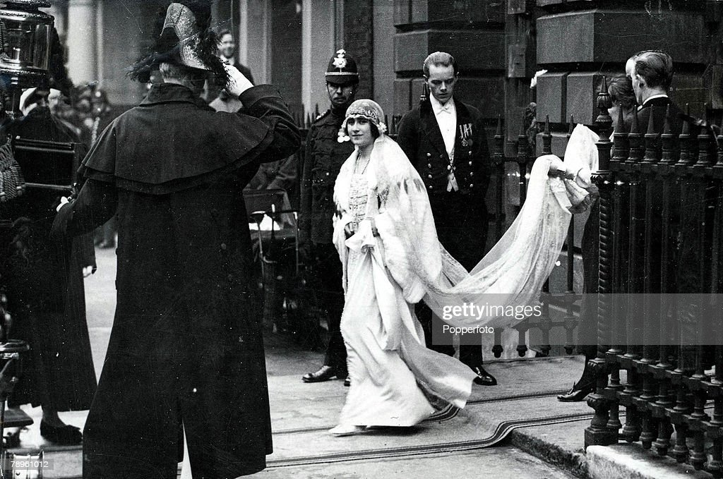 Picture of the young Queen Mother as Lady Elizabeth Bowes Lyon leaving her London home for her wedding to the Duke of York, 26th April 1923. : News Photo