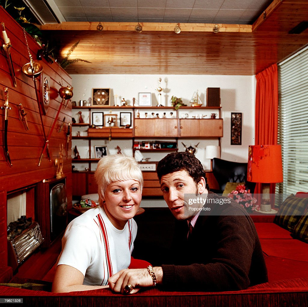 1967, A picture of Welsh singer Tom Jones at home with his wife Melinda (Linda) Woodward.