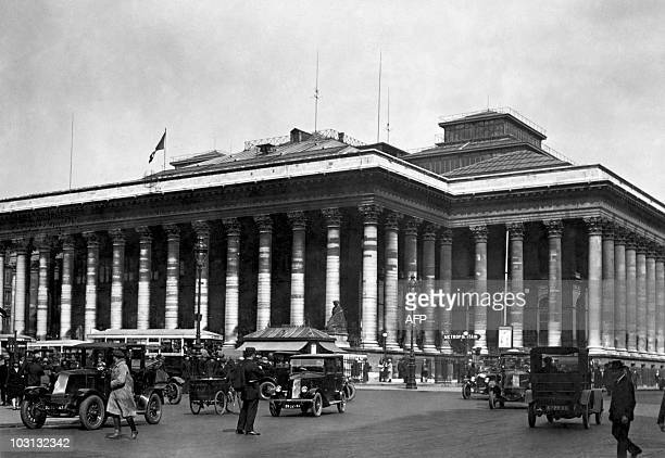 Picture released in the 30s of the Stock Exchange of Paris at Palais Brongniart