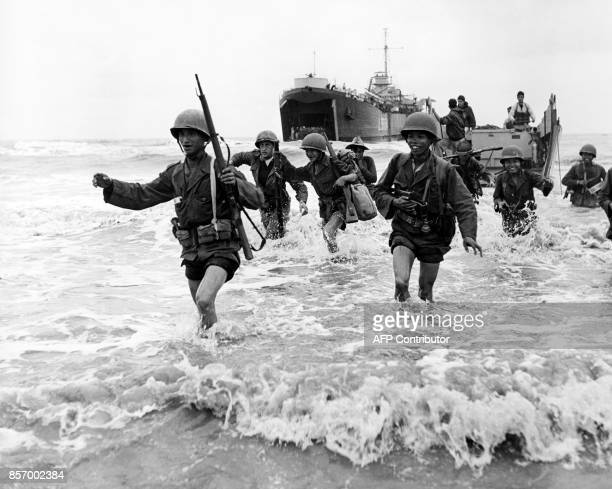 Picture released on December 1952 of Mobile Groups of French army disembarking on the South Delta coast at the beginning of French military Operation...