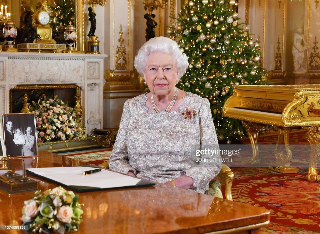TOPSHOT-BRITAIN-ROYALS-CHRISTMAS : News Photo