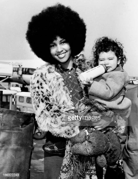 Picture released on March 16 1972 in Rome of Marsha Hunt US singer novelist actress and model born in 1946 in Philadelphia with her daughter Karis...