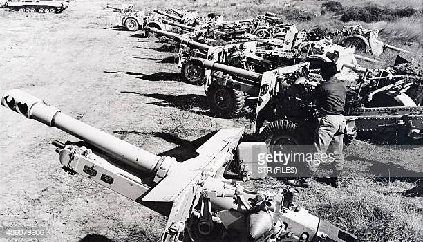Picture released on November 14 of Israeli troops gathering seized artillery weapons in the Sinaï desert Egypt during the Suez crisis / AFP /...