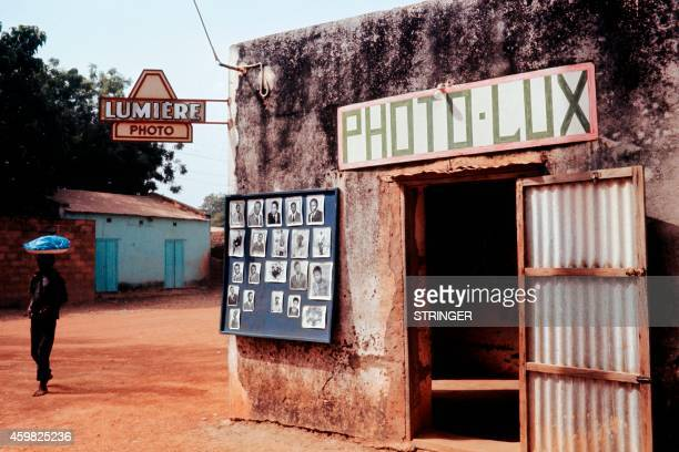 Picture released on November 1972 in Ouagadougou of a photographer's shop, in Upper Volta, now called Burkina Faso. / AFP PHOTO / STRINGER