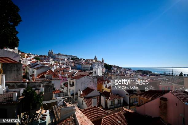 Picture shows a cityscape of Alfama neighborhood, Lisbon on August 2, 2017. / AFP PHOTO / PATRICIA DE MELO MOREIRA