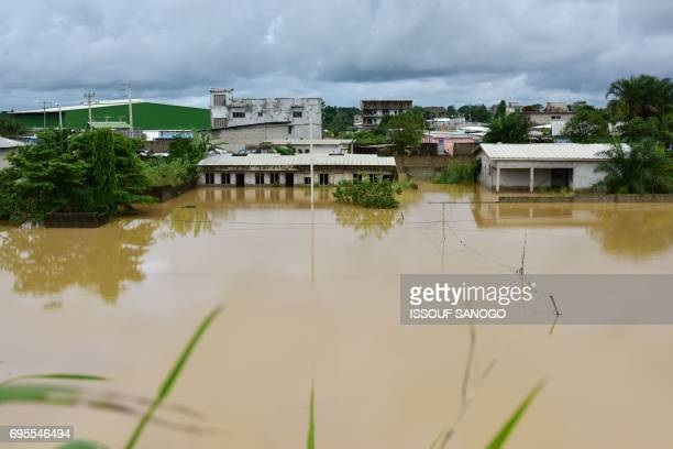A picture shows a flooded area in a suburb of Abidjan following heavy rainfall in the Ivory Coast on June 13 2017 / AFP PHOTO / ISSOUF SANOGO