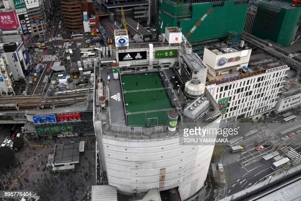 TOPSHOT Picture shows a futsal pitch on the rooftop of a department store next to the Shibuya crossing in Tokyo on December 20 2017 / AFP PHOTO /...