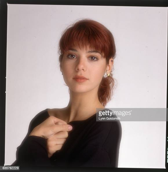 1988- Picture shows actress, Marisa Tomei, holding her ...