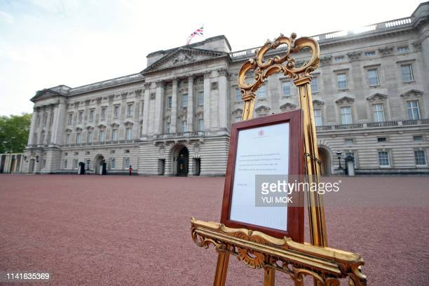 Picture shows an official notice set up on an easel at the gates of Buckingham Palace in London on May 6, 2019 announcing the birth of a son to...