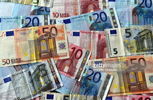 A picture shows euro banknotes in Lille on August 25 2014 AFP PHOTO/PHILIPPE HUGUEN / AFP / PHILIPPE HUGUEN