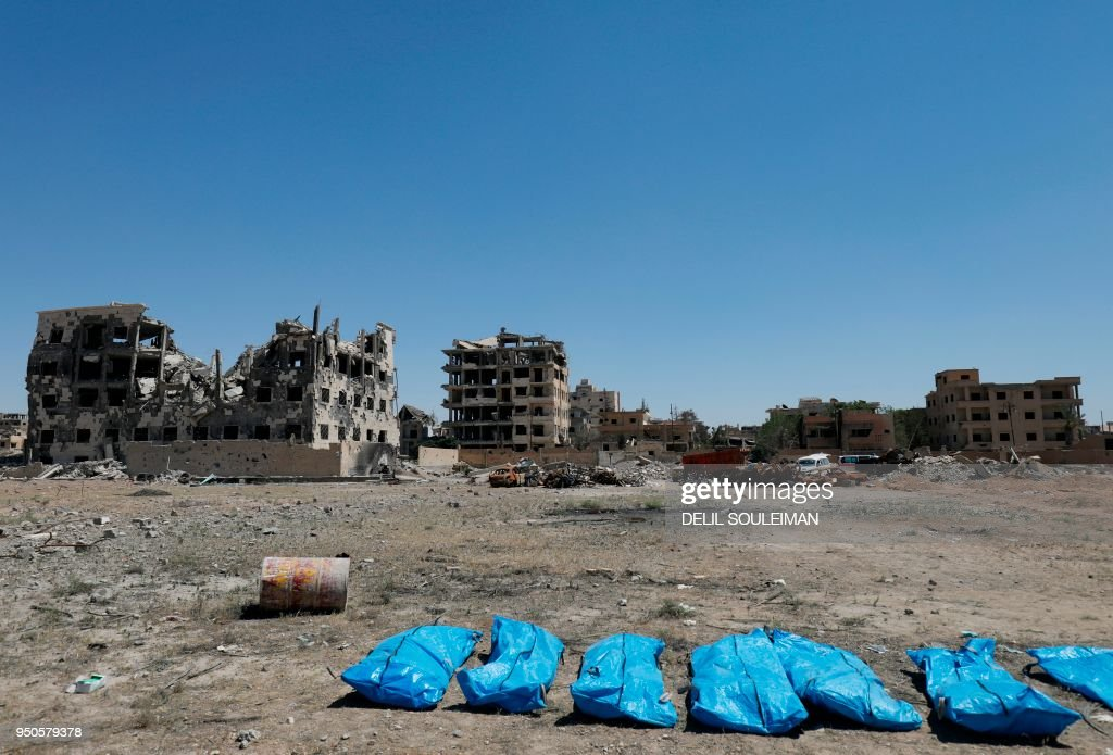 TOPSHOT-SYRIA-CONFLICT-GRAVE : News Photo