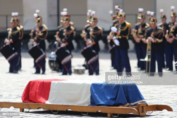 A picture shows the coffin of French filmmaker and writer Claude Lanzmann during a tribute ceremony at the Invalides in Paris on July 12 2018 French...