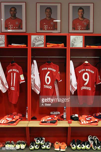 Picture shows the lockers with jerseys for the football season 2016/17 of Bayern Muenchen players Robert Lewandowski Thiago and Douglas Costa before...