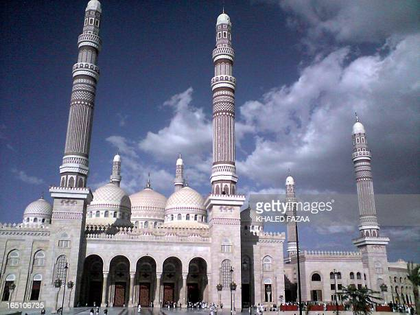 A picture shows the recently opened AlSaleh mosque in the Yemeni capital Sanaa on September 5 2008 The newly built mosque opened its doors to the...