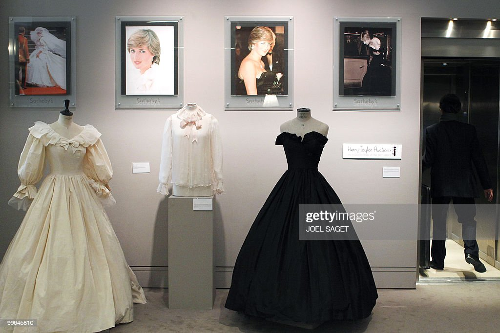 Picture shows three pieces of clothing w : News Photo