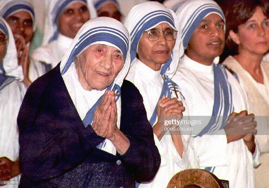 Picture taken 12 June 1996 shows Mother Teresa (L) smiling during mass at the Sacred Heart Catholic Church in Atlanta, Georgia. Mother Teresa died 06 September of cardiac arrest at age 87, according to a CNN report.