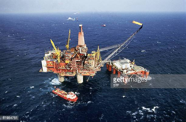 Picture taken 19 September 1984 in the North Sea of the Norwegian oil drilling rig Statfjord B