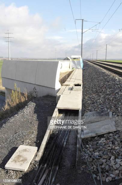 A picture taken 21 November 2007 in Varredes eastern Paris shows damaged cable arteries on East line of highspeed TGV after several strike sabotage...