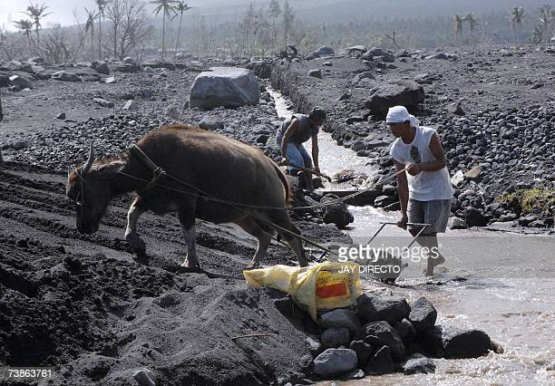 WITH PHILIPPINESUNDISASTERTYPHOON Picture taken 24 March 2007 shows a man as he shovels volcanic debris in a wasteland that was once the populated...