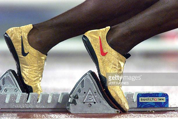 Picture taken 25 September 2000 at the Olympic stadium of the speciallydesigned golden shoes of US track start Michael Johnson at the start of the...