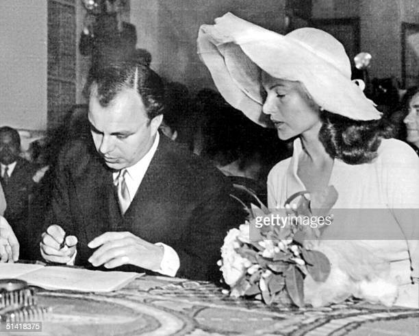 Picture taken during the wedding of Ali Khan son of the Aga Khan with American legendary actress Rita Hayworth 27 May 1949 in Vallauris south of...