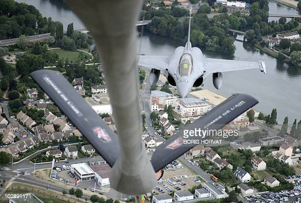 """Picture taken from a US Boeing C-135 refueling aircraft of French """"Rafale"""" jets flying between Istres, southern France and Paris, to fly over the..."""