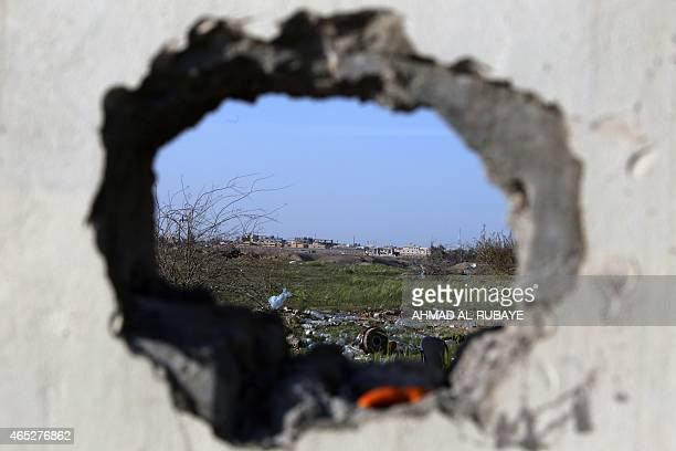 A picture taken from the village of Awja on the outskirts of the city of Tikrit on March 5 shows a general view of the city of Tikrit Some 30000...