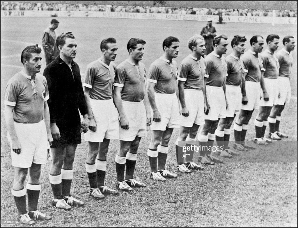 Picture taken in 1954 of the German national team : News Photo