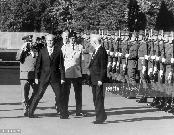 A picture taken in 1986 shows former Hungarian President Pal Losonczi with his German counterpart Richard von Weizsäcker in front of an honor guard...